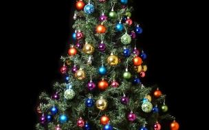 Fondo de pantalla arbol de navidad con bolas de colores