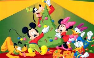 Fondos hd la casa de Micky Mouse adornando el arbol