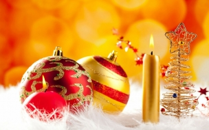 Adornos de navidad dorados