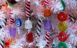 Arbol de navidad blanco con dulces