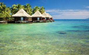 Chozas en playas tropicales