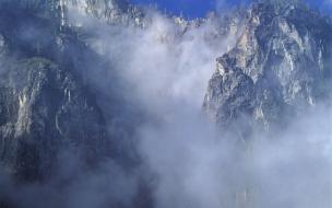 Acantilado con nubes