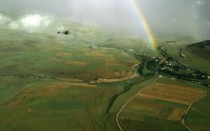 Avioneta junto a arcoiris