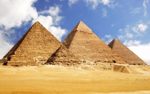 Desierto con torres egipcias