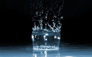 Water Splash Dark wallpaper