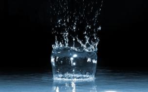 Water Splash Dark wallpaper