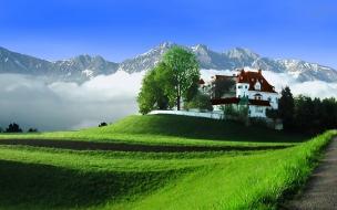 Mansion cerca de montañas