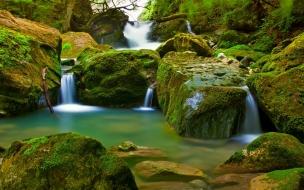 Paisaje cascadas pequeñas