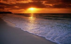 Orilla del mar caida del sol