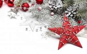 Estrella navidena con nieve y adornos navidad