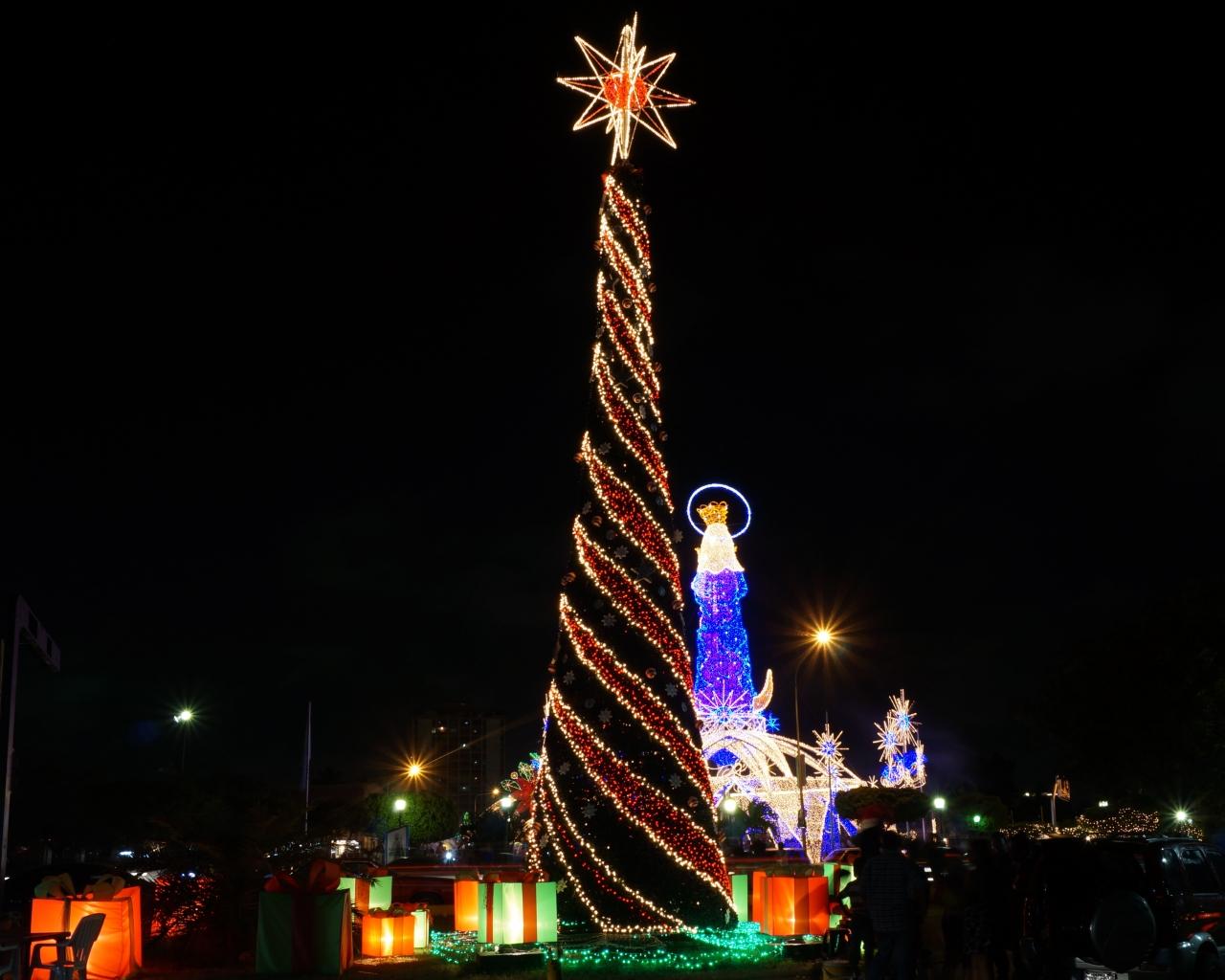 Fondo De Pantalla Arbol De Navidad Largo 1280x1024