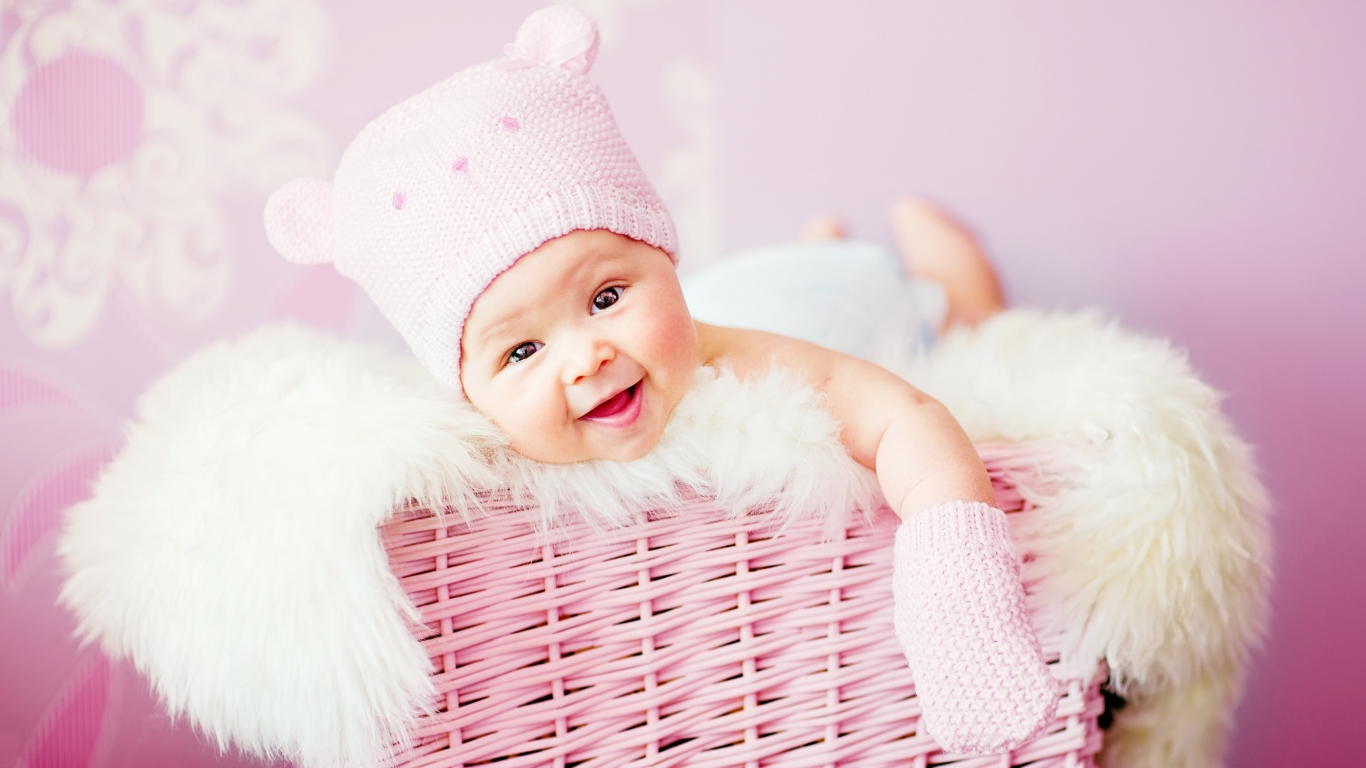 Cute laughing baby 1366x768 - Fondo de Pantalla #3311